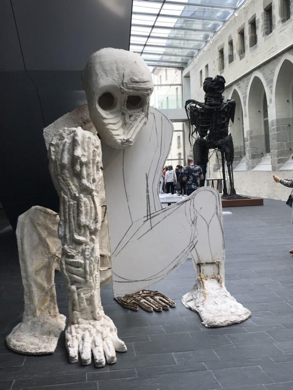 Exposition Debout de François Pinault au couvent des Jacobins